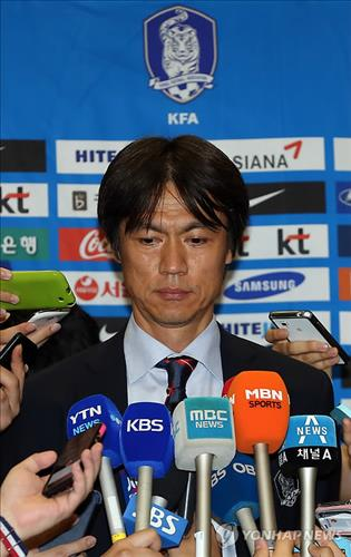 Hong Myung-bo, head coach of the South Korean men's national football team, takes questions after returning from the FIFA World Cup in Brazil on June 30, 2014, at Incheon International Airport. (Yonhap)