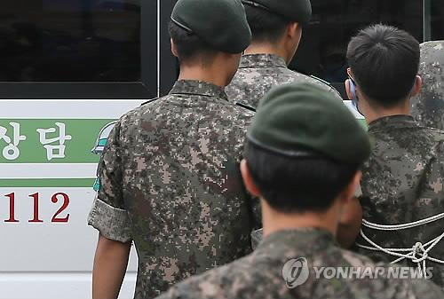 Army draftees indicted on charges of beating their junior soldier to death in April get in a car in Yeoncheon, Gyeonggi Province, after standing trial in a military court on Aug. 5, 2014. (Yonhap)