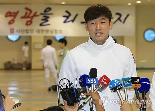 South Korean epee fencer Jung Jin-sun speaks to reporters during the media day at the National Trianing Center in Seoul on Aug. 27, 2014. (Yonhap)