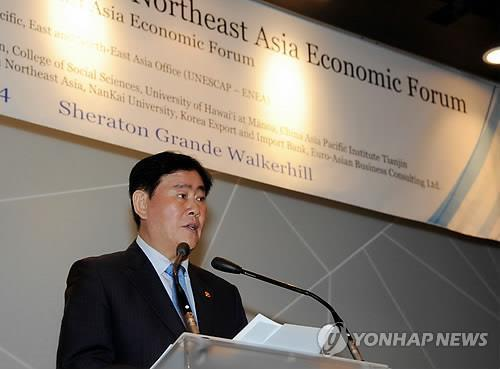 Finance Minister Choi Kyung-hwan speaks at a forum on economic cooperation among Northeast Asian countries on Aug. 28, 2014, in Seoul. (Yonhap)