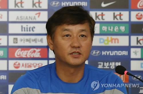 Lee Kwang-jong, head coach of the South Korean men's Asiad football team, speaks at a press conference at the National Football Center in Paju, South Korea, on Sept. 13, 2014. (Yonhap)