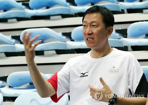 Park Joo-bong, South Korean-born coach of the Japanese badminton delegation, speaks to the press on the sidelines of his team's practice ahead of the Asian Games in Incheon on Sept. 17, 2014. (Yonhap)