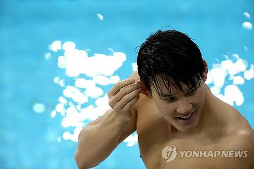Swimmer Park Tae-hwan takes a break during practice on Sept. 17, 2014, at Munhak Park Tae-hwan Aquatics Center in Incheon, host of the 2014 Asian Games. (Yonhap)