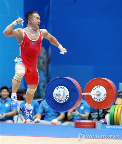 Om Yun-chol of North Korea leaps in the air in celebration of his weightlifting gold medal at the Asian Games on Sept. 20, 2014. (Yonhap)
