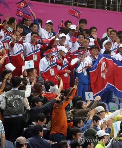 North Korean officials and athletes wave to South Koreans who cheered for the teams from the two Koreas during the women's football match at the Incheon Asian Games on Sept. 29, 2014. (Yonhap)