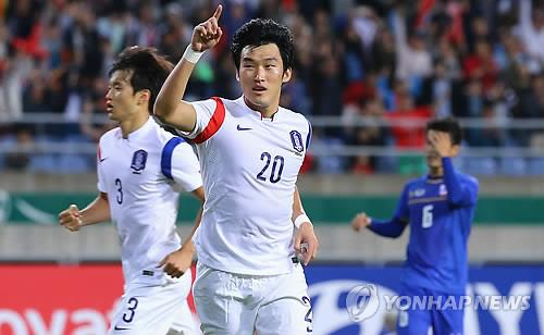 South Korea's Jang Hyun-soo celebrates after scoring the team's second goal over Thailand in the Asian Games men's football semifinals on Sept. 30, 2014. (Yonhap)