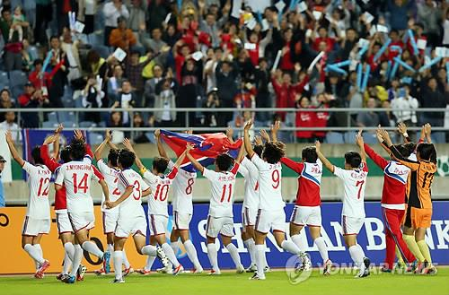 North Korean players greet South Korean fans after clinching the Asian Games women's football gold medal on Oct. 1, 2014. (Yonhap)