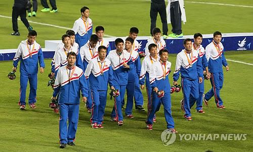 North Korean players leave Munhak Stadium after losing to South Korea 1-0 in the men's football gold medal match at the  Asian Games on Oct. 2, 2014. (Yonhap)