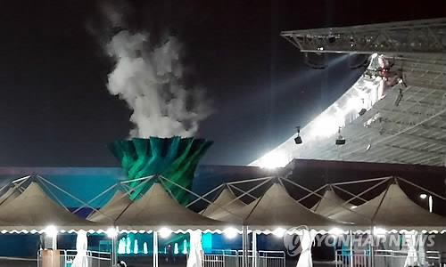 The Incheon Asian Games cauldron goes out for 10 minutes on Sept. 20, the first day of competitions, due to technical issues. (Photo courtesy of reader Lim Yun-kyeong)