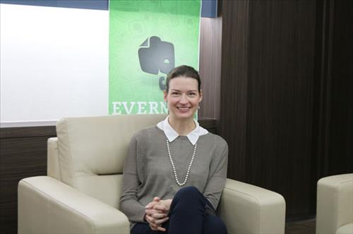 Linda Kozlowski, the vice president of global operations at Evernote, said in an interview with Yonhap on Oct. 21, 2014 that her company has been working with South Korea's top mobile messenger service, Kakao Talk, to launch a premium service for business users. (Yonhap)