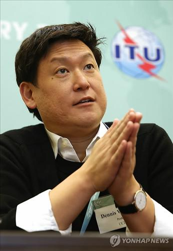 Dennis Hong, a U.S. robotics professor considered one of the most promising researchers in the field, said Oct. 28, 2014 South Korean tech firms still have a bright future despite their recent lackluster earnings as the country gains a stronger voice in the industry. (Yonhap)