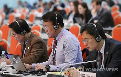 """South Korea's delegation at the venue of the International Telecommunications Union (ITU) is shown on Nov. 5, 2014. Members of the ITU passed a South Korea-led resolution, dubbed """"Connect 2020,"""" that envisions broadband access across the world to narrow the digital divide. (Yonhap)"""