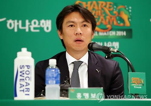 Hong Myung-bo, former head coach of the South Korean men's national football team, speaks at a press conference for his annual charity event in Seoul on Dec. 8, 2014. (Yonhap)