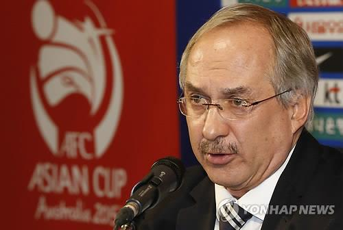 Uli Stielike, head coach of the South Korean men's national football team, speaks during a press conference announcing the roster for the Asian Cup tournament on Dec. 22, 2014, in Seoul. (Yonhap)