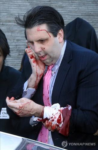U.S. envoy to Seoul Mark Lippert is rushed to a hospital on March 5, 2015, after being attacked by a pro-North Korean activist and sustaining injuries to his face and wrist. (Yonhap)