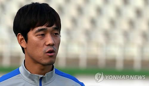 South Korean footballer Park Chu-young, seen here in training in Tehran ahead of South Korea's friendly against Iran on Nov. 16, 2014, will rejoin his former domestic league club, FC Seoul. (Yonhap file photo)