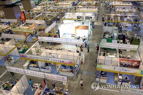 Amid the MERS scare, visitors are scarce at the 22nd Busan International Food Expo held in South Korea's largest sea port of Busan on June 17, 2015. (Yonhap file photo)