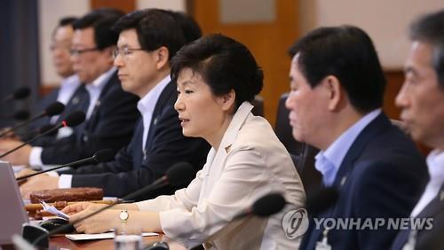 South Korean President Park Geun-hye speaks on her decision to veto a bill on parliamentary law revision at the presidential office on June 25, 2015. (Yonhap)
