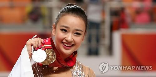 South Korean rhythmic gymnast Son Yeon-jae stages her ribbon routine at the Universiade's all-around final in Gwangju on July 12, 2015. (Yonhap)