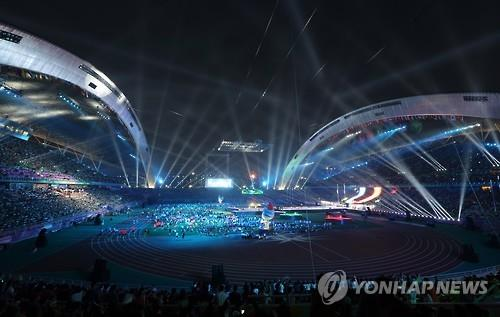 The closing ceremony of the 2015 Summer Universiade in Gwangju, South Korea, is taking place on July 14, 2015. (Yonhap)