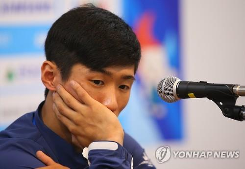 South Korean artistic gymnast Yang Hak-seon waits for his press conference to start on July 5, 2015, after announcing his withdrawal from the Universiade in Gwangju. (Yonhap)