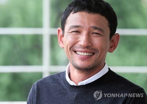 Actor Hwang Jung-min poses for a photo during an interview with Yonhap News Agency in Seoul on July 23, 2015. (Yonhap)