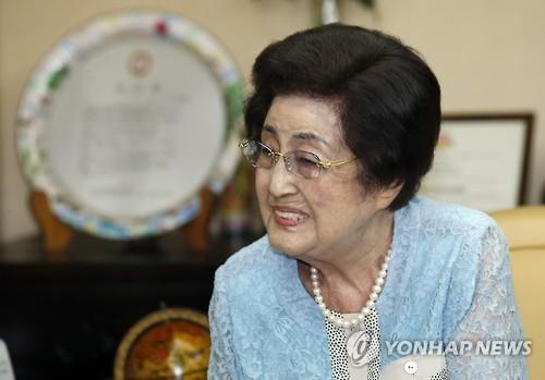 Former first lady Lee Hee-ho, the widow of former South Korean President Kim Dae-jung (Yonhap file photo)