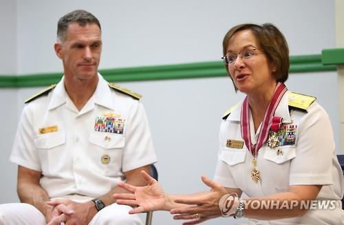 Outgoing Commander of the U.S. Naval Forces Korea Rear Adm. Lisa Franchetti (R) speaks in an interview on Aug. 5, 2015, next to her successor, Rear Adm. William Byrne. (Yonhap)