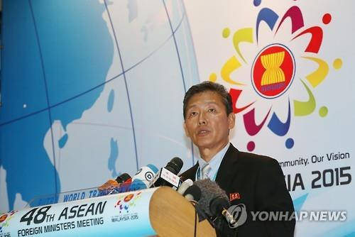 Ri Tong-il, a spokesman for North Korean Foreign Minister Ri Su-yong, holds a press conference at the Putra World Trade Center in Kuala Lumpur, Malaysia on Aug. 6, 2015. (Yonhap)