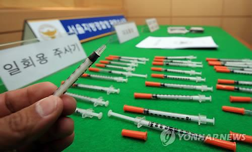 This file photo taken on May 6, 2015, shows syringes used for taking methamphetamine. Police said on Aug. 17, 2015, four North Korean defectors have been arrested on suspicion of taking illegal drugs. (Yonhap)