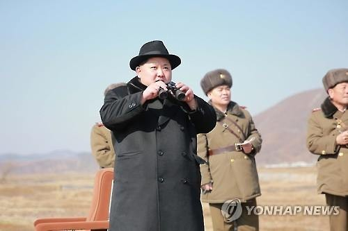 North Korean leader Kim Jong-un watches an air force flight training session, the North's official Korean Central News Agency reported on Feb. 21. (For use in South Korea only. No redistribution) (Yonhap)