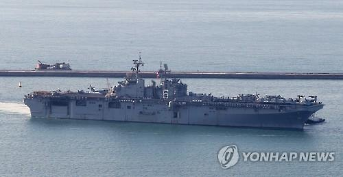 The USS Bonhomme Richard entering Busan harbor on March 3, 2016. (Yonhap)