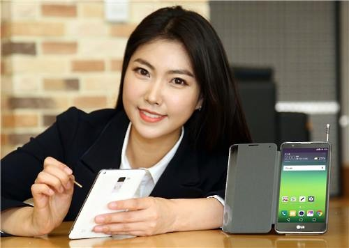 A model poses for a photo with the LG Stylus 2 smartphone. (Photo courtesy of LG Electronics Inc.)