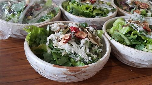 Crown daisy salads, made of vegetables used by the people of the Goguryeo Kingdom (37 B.C. to 668 A.D.), are aligned on a kitchen table, ready to be served, in a Korea-Japan food culture event in Koma Shrine in Hidaka, Saitama Prefecture, northeast of Tokyo, on March 27, 2016. (Yonhap)