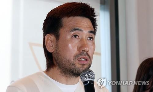In this file photo taken on Jan. 25, 2016, South Korean goalkeeper Kim Byung-ji speaks during a press conference in Seoul. (Yonhap)