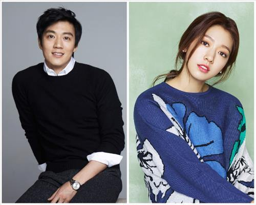Actor Kim Rae-won (L) and actress Park Shin-hye (Yonhap)