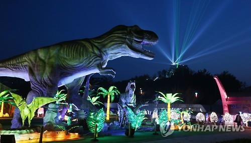 A nighttime view of the Gyeongnam Goseong Dinosaur World Expo that opened on April 1, 2016, for a 73-day run. (Yonhap)