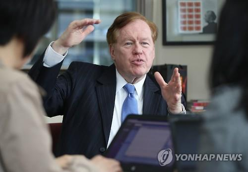 Ambassador Robert King, U.S. special envoy for North Korean human rights issues, speaks to Yonhap News Agency in an interview at the U.S. Embassy in Seoul on April 5, 2016. (Yonhap)