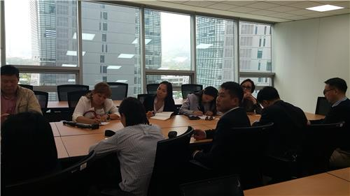 A Mongolian media delegation visits the headquarters of Yonhap News Agency in Seoul, on April 29, 2016. (Yonhap)