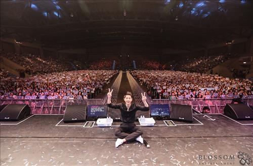 South Korean actor Song Joong-ki rocks a fan meeting event in Bangkok on May 7, 2016. (Yonhap)