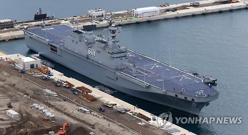South Korea's Dokdo amphibious assault ship moored at Jeju naval base. (Yonhap)