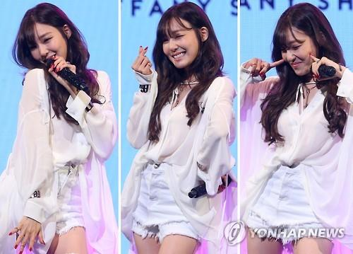 "Tiffany of Girls' Generation poses for photos at a media showcase promoting her upcoming solo album ""I Just Wanna Dance"" in Seoul on May 10, 2016. (Yonhap)"