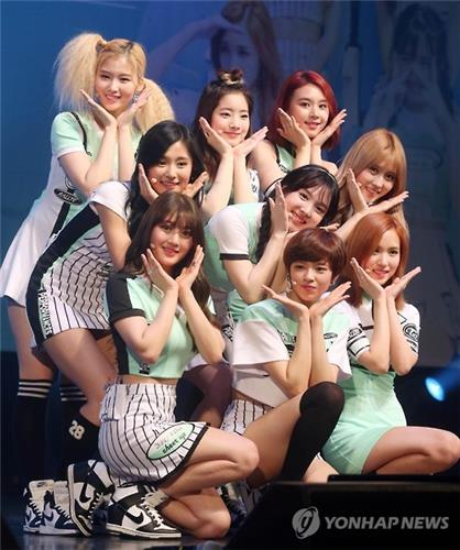 "Members of South Korean girl group TWICE perform in the media showcase event for their new song ""Cheer Up"" in southeastern Seoul on April 25, 2016. (Yonhap)"