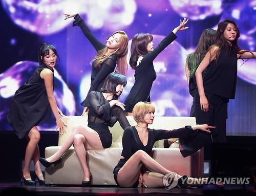 "South Korean girl group AOA performs during a showcase in Seoul on May 16, 2016, to promote the release of their fourth mini album ""Good Luck."" (Yonhap)"
