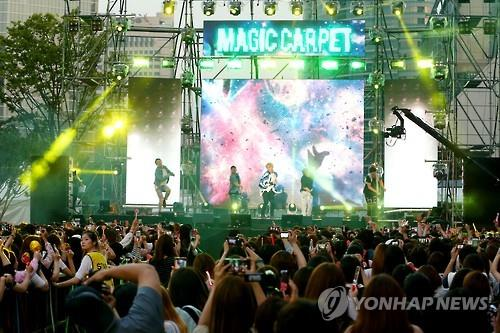 Junsu of South Korean pop trio JYJ of C-JeS Entertainment performs in the open showcase for his fourth full-length solo studio album in southern Seoul on May 30, 2016. (Yonhap)