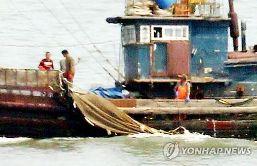 South Korea sends military vessels to repel Chinese boats