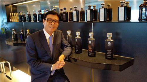 Park Yong-soo, chairman of Korean distiller Golden Blue, says his company aims to develop the homegrown whisky brand over the next 10 years in an interview with Yonhap News on June 20, 2016. (Yonhap)