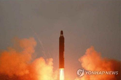North Korea fires off what it calls the Hwasong-10 medium-long-range strategic ballistic missile on June 22, 2016, in this photo carried by the Rodong Sinmun, the North's main newspaper. (For Use Only in the Republic of Korea. No Redistribution) (Yonhap)