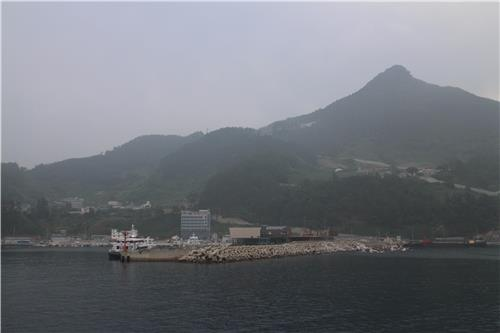 The view of Sadong Harbor on June 27, 2016, where Ulleung plans to build a single-runway airport (Yonhap)