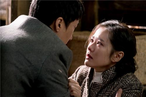 """Actor Park Hae-il and actress Son Ye-jin appear in the still photo of historical film """"The Last Princess."""" (Yonhap)"""